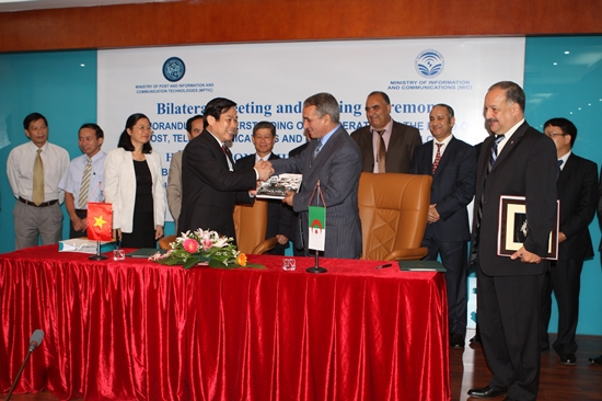 Vietnam, Algeria sign MoU on cooperation in the field of post, telecommunication and information technology