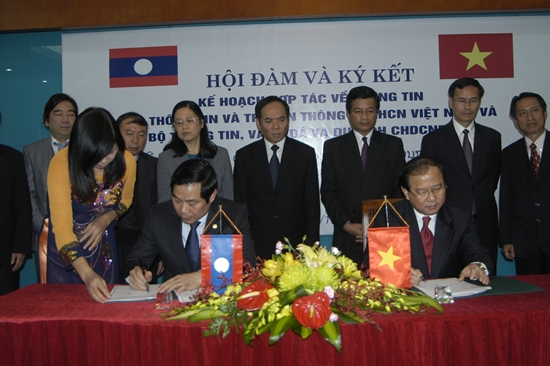 Viet Nam, Laos boost cooperation in information
