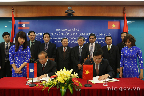 Viet Nam and Laos signed information cooperation plan for the period 2014- 2015