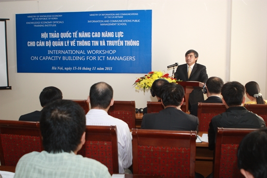 Course on capacity building for ICT managers opens in Hanoi