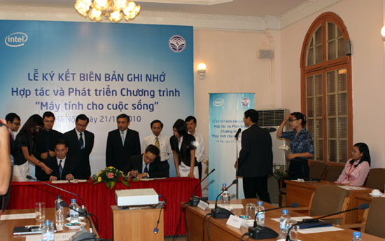 Intel helps Vietnam to develop IT sector