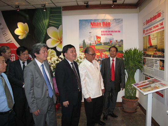 Deputy Minister Do Quy Doan attends Spring Press Festival in Laos