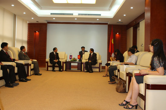 Minister Hop receives Lao Minister of Information, Culture and Tourism