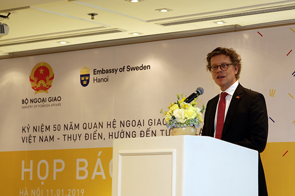 Swedish Ambassador Pereric Hogberg speaks at a press conference on the 50th anniversary of the Sweden-Vietnam relations in Hanoi. Photo coutersy: Swedish embassy