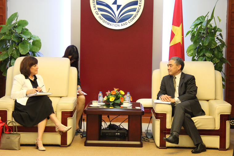 Deputy Minister Nguyen Minh Hong receives Assistant to US Trade Representative