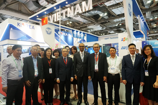 Deputy Minister Phan Tam attends the imbX Ministerial Forum and CommunicAsia2017
