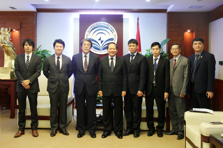 Minister Truong Minh Tuan receives Ambassador Extraordinary and Plenipotentiary of Japan