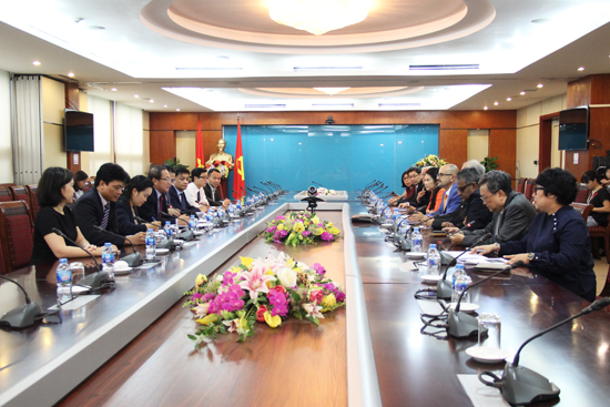 Minister Truong Minh Tuan meets APICTA