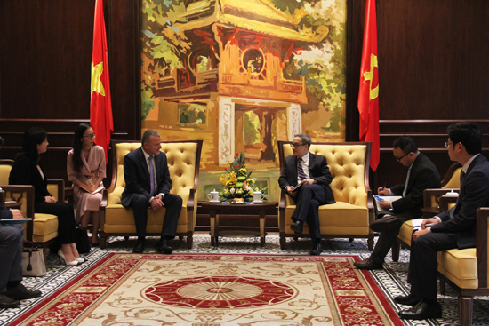 Deputy Minister Phan Tam meets ICDL General Director